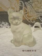 FENTON ART GLASS 1979 CRYSTAL VELVET UNDECORATED SITTING CAT FIGURINE - $29.99