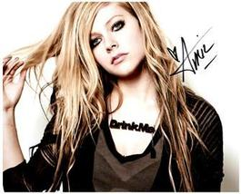 AVRIL LAVIGNE  Authentic Original SIGNED AUTOGRAPHED PHOTO w/ COA 785 - $65.00