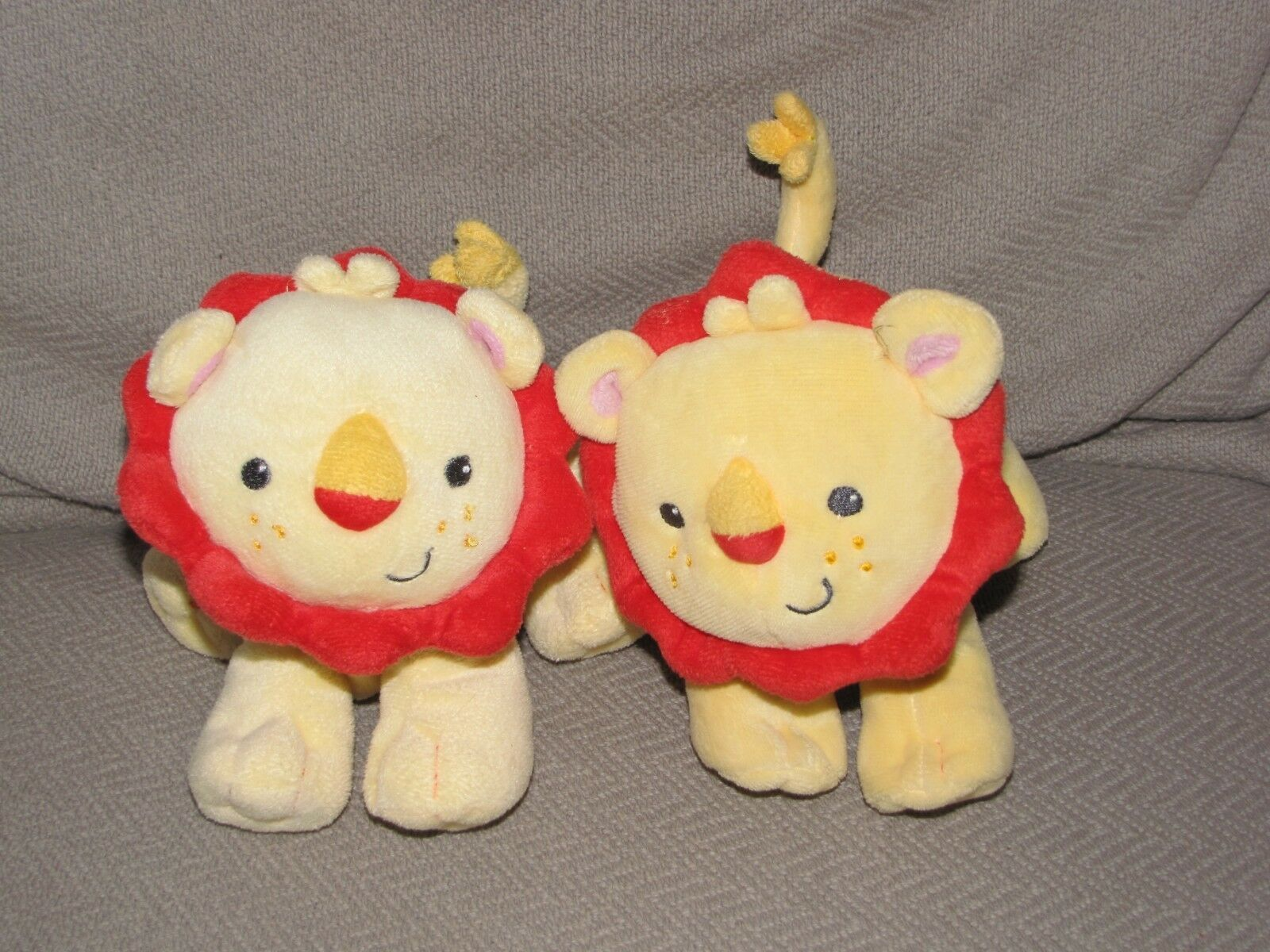 """Fisher Price Yellow Red Lion Plush Rattle Soft Toy Little Nuzzler 6"""" Crinkle x 2"""