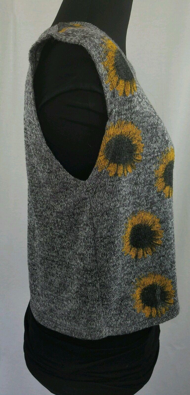 Sunflower Gray Knit Top Floral Front Round Neckline Sleeveless Size M