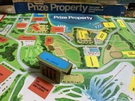 Prize Property Game Piece Ski Lodge Building Blue Milton Bradley 1974 - $3.95