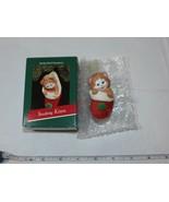Hallmark Hecho a Mano Ornamento Calcetines Gatito 1989 Navidad Recuerdo - $15.93