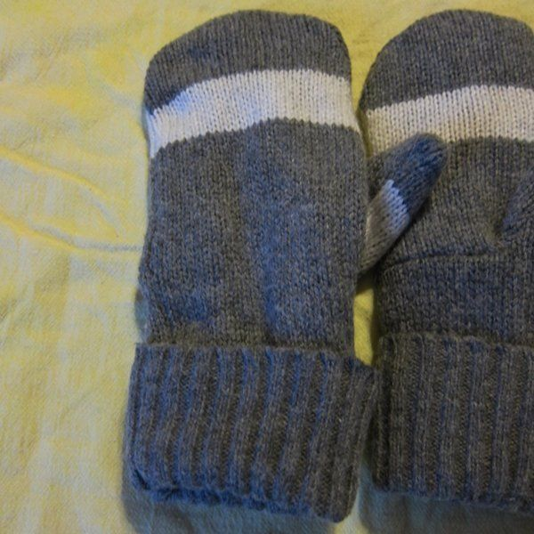 Recycled Wool Ladies Smoke Gray/White Fleece Lined  Mittens Size M/L