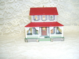 HALLMARK ORNAMENT FARM HOUSE 1999 - $13.45