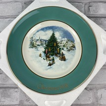 Avon Christmas 1978 Trimming The Tree Collector Plate Sixth Edition Wedg... - $14.50