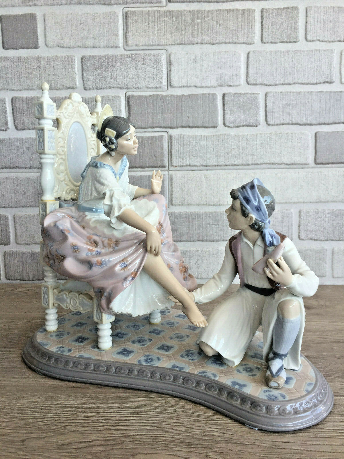 Primary image for Lladro 6086 Allow Me Glased Porcelain Figurine Retired Perfect Condition