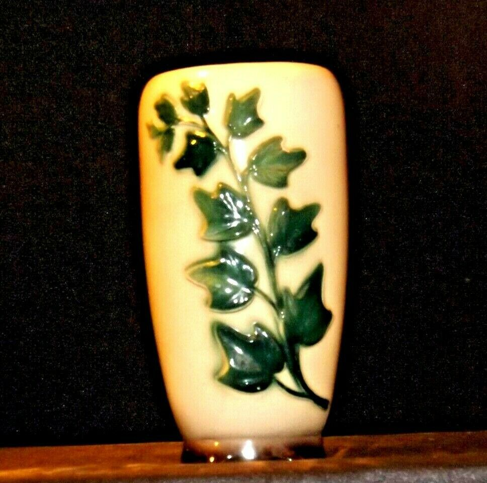 Cream Ceramic Vase with green vine  AA19-1598 Vintage