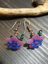 Unique Lucite Pink And Blue FLOWERS/COPPER ACCENT/GREEN Wire Design Earrings - $9.99