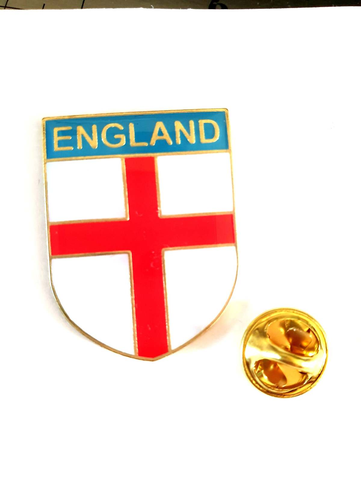 England, English St. George Flag shield Lapel Pin Badge / tie pin. in gift box