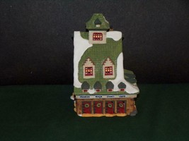 Dept 56 - North Pole SERIES- Reindeer BARN-MINT In Box - $19.31