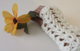 Cream Romantic  Fingerless Glove Crochet Handmade - $9.90
