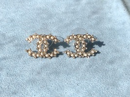 AUTHENTIC CHANEL LARGE CRYSTAL PEARL CC LOGO RHINESTONE EARRINGS GOLD image 2