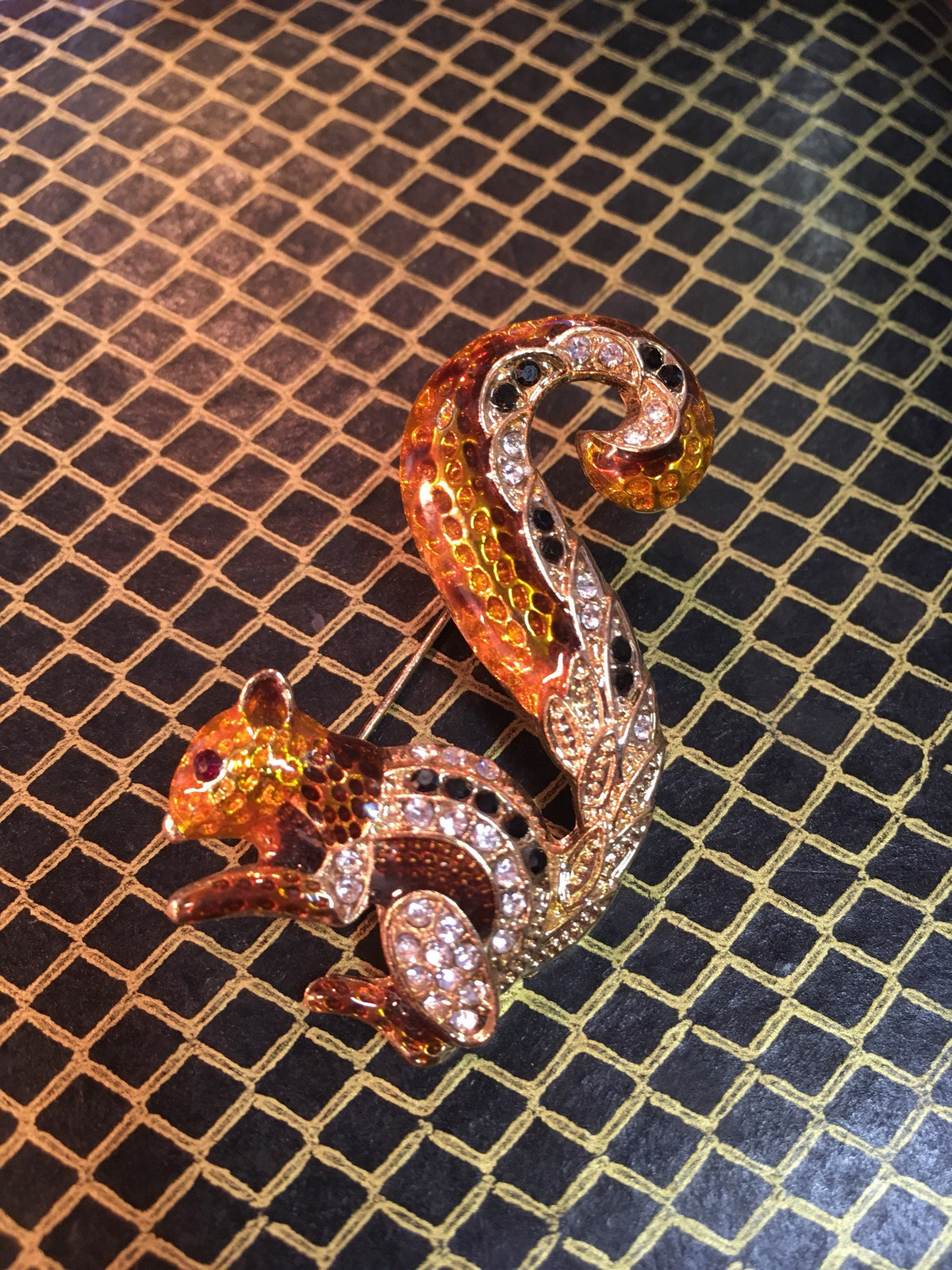 Beautiful vintage squirrel brooch