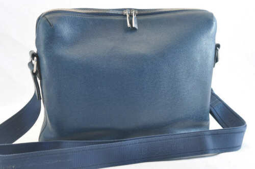 LOUIS VUITTON Taiga Grigori Messenger MM Shoulder Bag M30206 Auth 1872