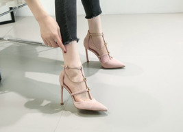 84H071 Fashionable strappy pointy pumps with chain, Size 3-8.5, nude - $68.80