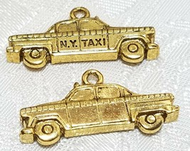 NEW YORK CITY TAXI CAB FINE PEWTER PENDANT CHARM - 28mm L x 13mm W x 4mm D