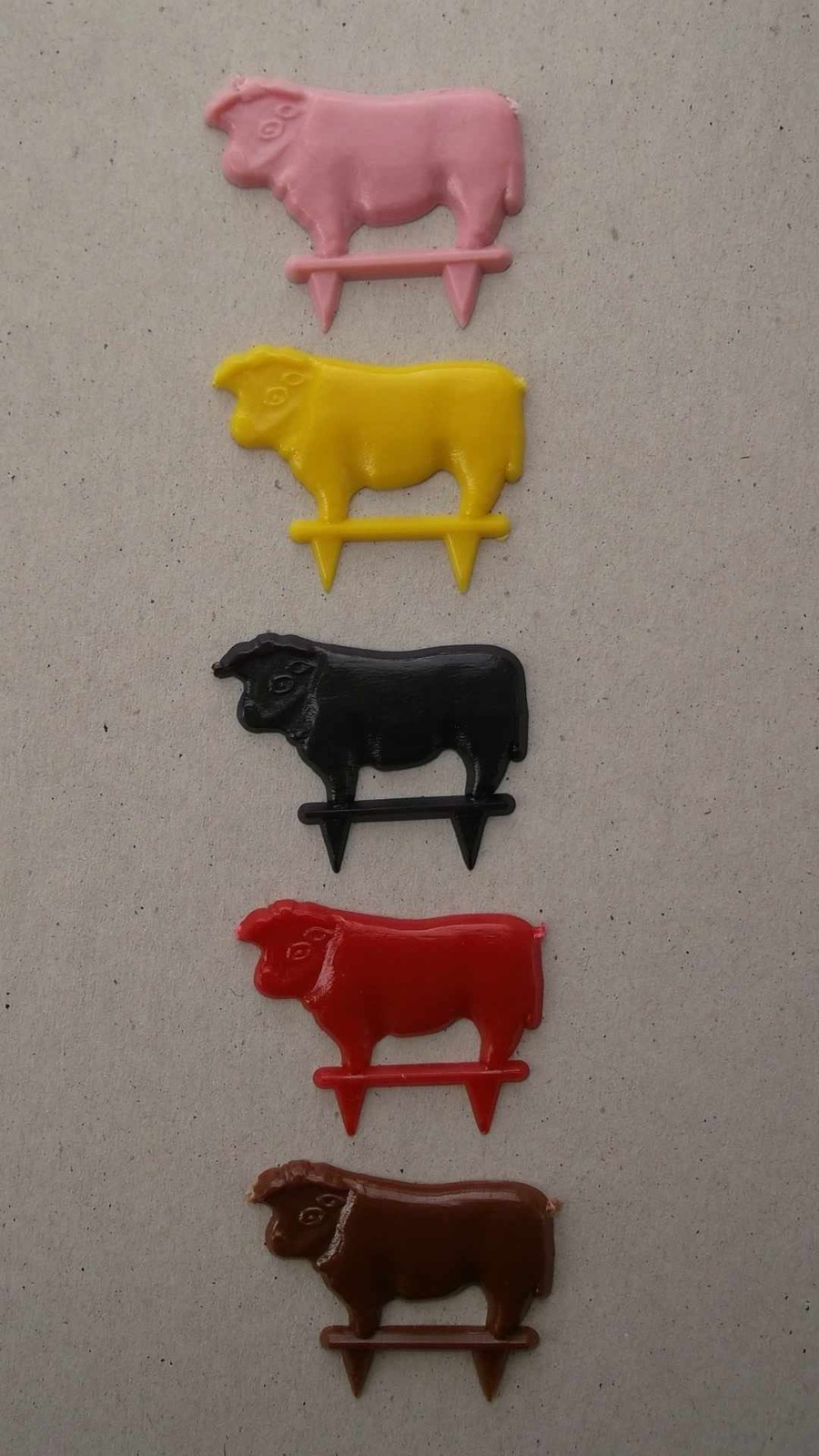 Primary image for New- 1.5 inch/3.75 cm Multi-Color Plastic Steer/Steak/Cow/Meat Marker 6 case kit