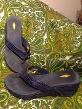 VOLATILE WOMEN'S 8M BLUE METALLIC REPTILE PRINT THONG WEDGE SANDALS MRSP... - $29.69
