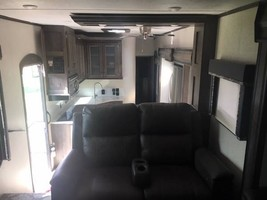 2018 5th wheel Montana High Country For Sale In Canton, GA 30115 image 5