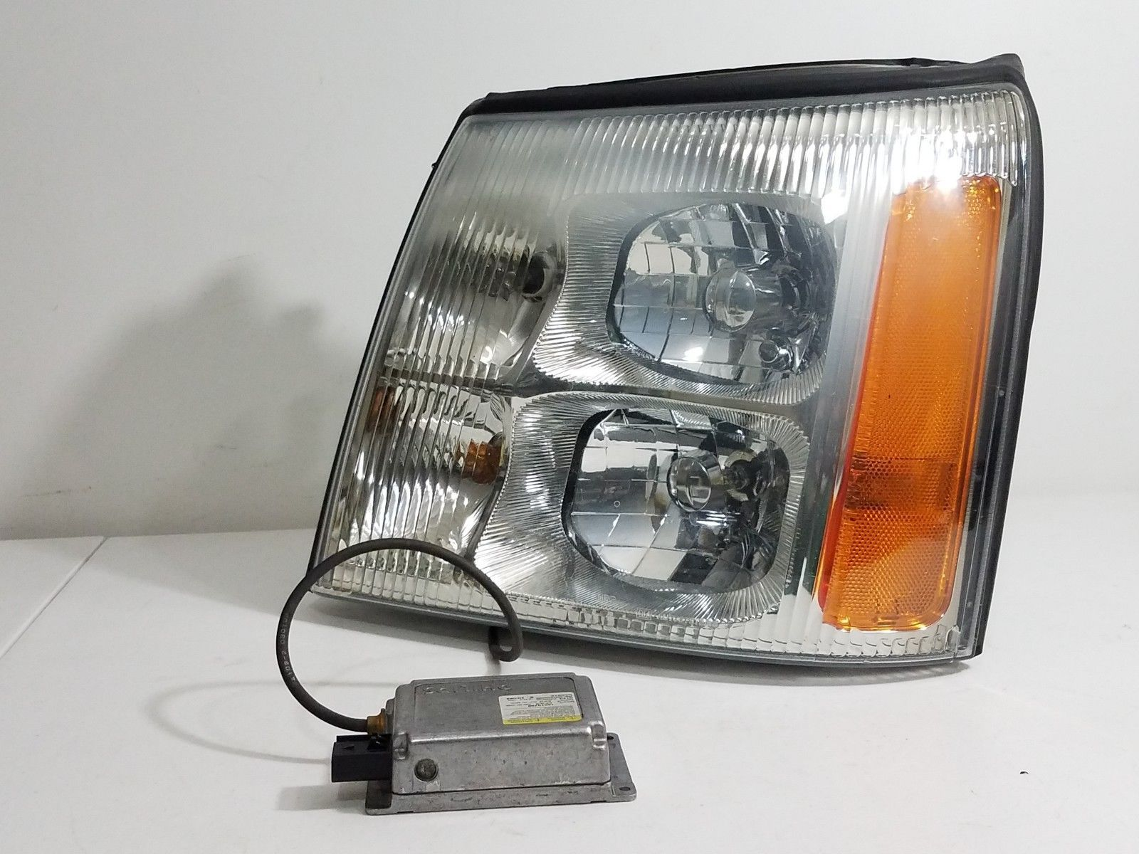 Primary image for 2003-2006 CADILLAC ESCALADE LH DRIVER HID XENON  HEADLIGHT HEADLAMP OEM