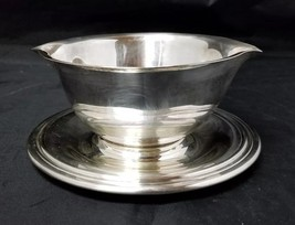 Vintage Wm Rogers Silverplate Gravy Boat w Attached Underplate, 913 Silver Plate - $13.54