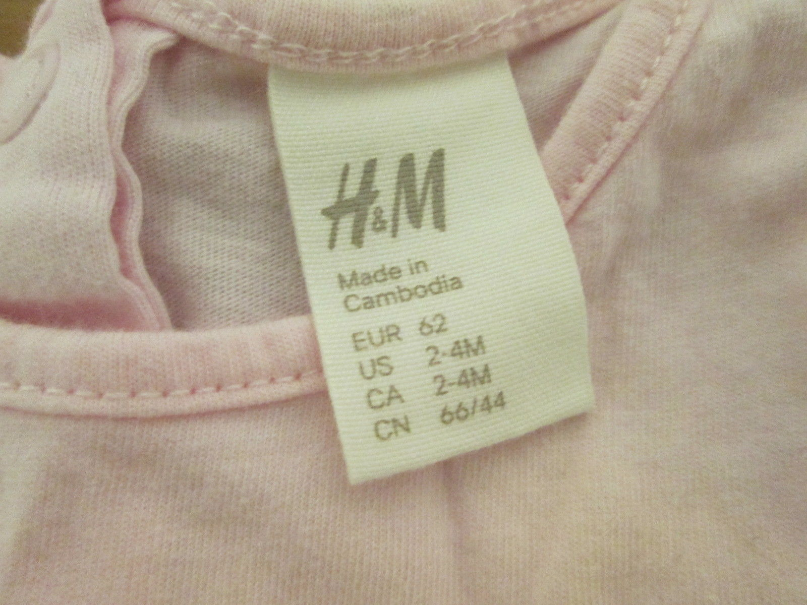Pretty pink rainbow infant top Size 2-4 mo. by H&M  CHE310