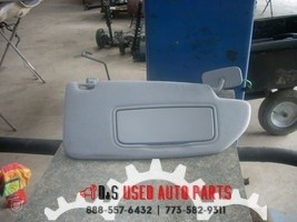 2006 VOLVO 60 SERIES RIGHT GRAY SUN VISOR WITH MIRROR AND LIGHT