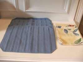 Set of 4 Blue Fabric Placemats with 4 Coordinating Floral Napkins EUC - $16.34