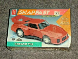 ERTL AMT 1/32 SNAPFAST Plastic Model Kit #8725 Porsche 935 Red Molded In... - $19.00