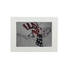 Donna Bandiera USA Trudy Buona Stampa Bianco Incorniciato da Parete 37CM x 47CM - $30.89