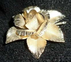 Vintage Giovanni Double Signed 1960s/70s Lite Goldtone Petite Rose Pin Brooch   - $15.00