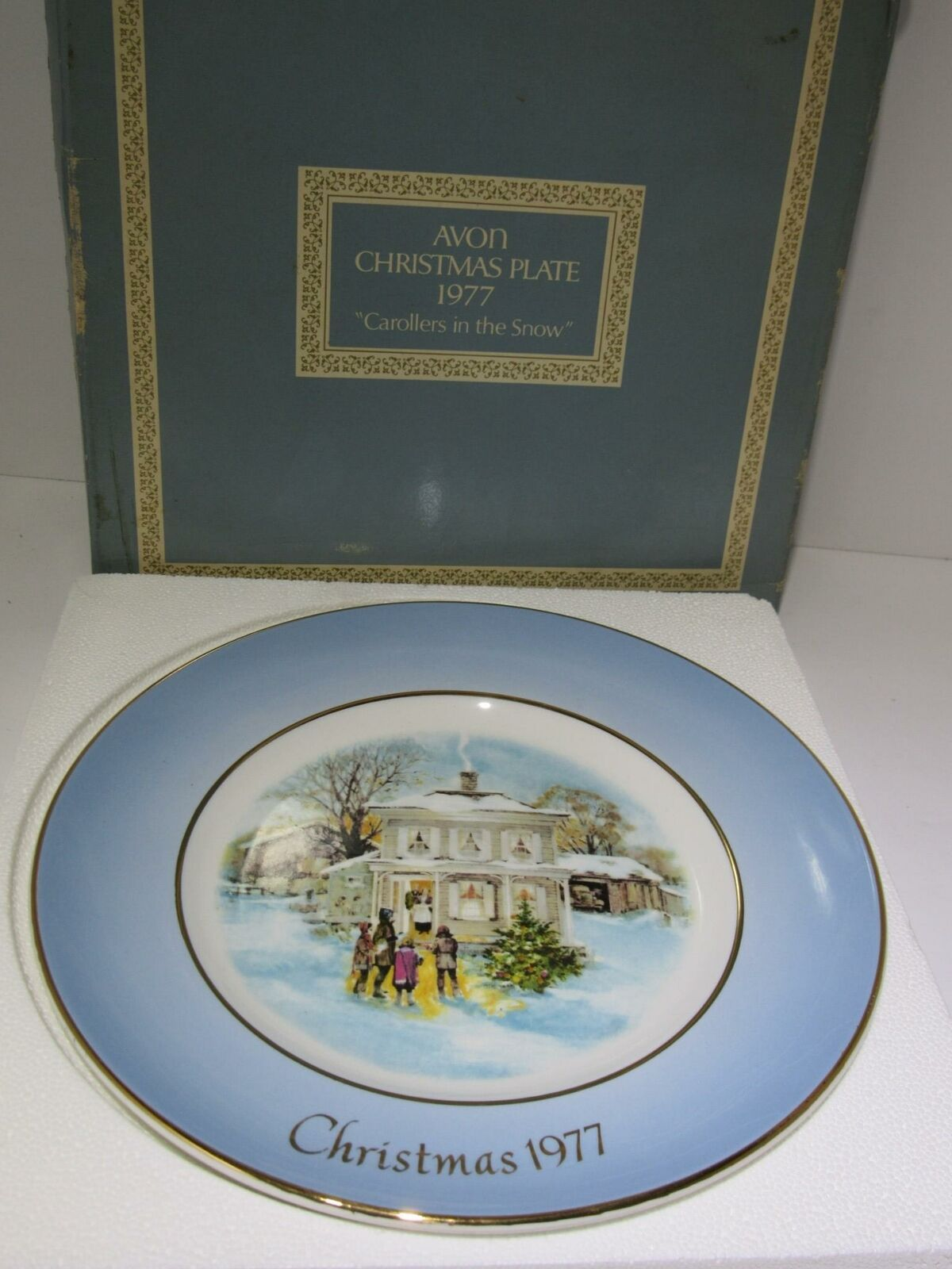 1977 Avon Christmas Plate Series Fifth Edition Carollers in the Snow in Box vtg