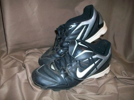 *USED* *WORN* NIKE BOYS GIRLS YOUTH SIZE 5.5 Y SOCCER CLEATS SHOES SILVE... - $17.81