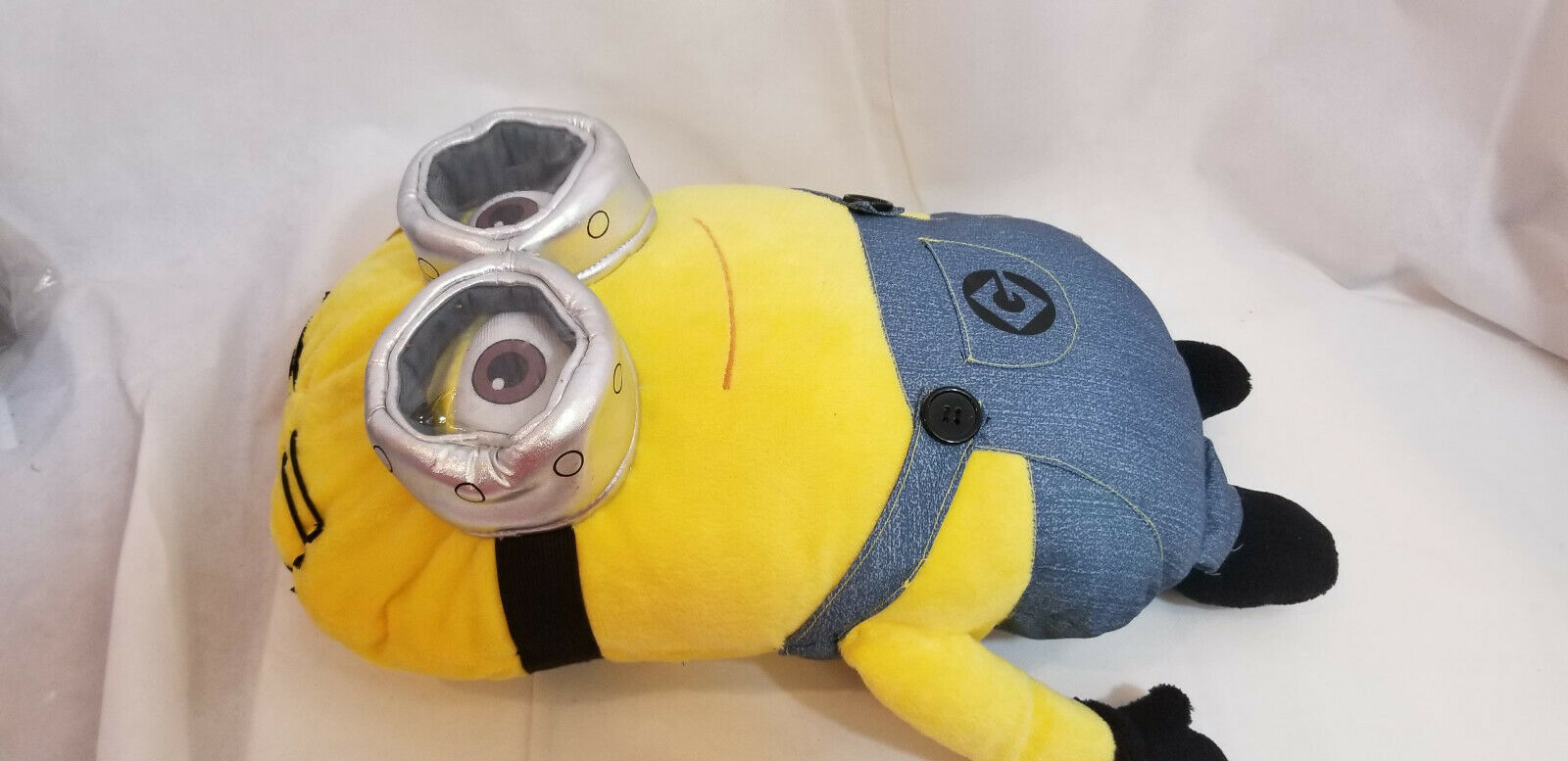 "DESPICABLE ME 2 MINION DAVE 19"" PLUSH PILLOW WITH 3D EYES BRAND NEW WITH TAGS"