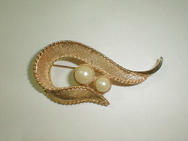 """Vintage sarah coventry 1964 brooch pin symphony faux pearls 3"""" jewelry fashion - $22.00"""