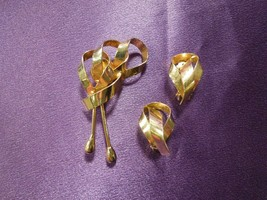 Set of Gold Tone Ribbon Brooch Pin and Clip On Earrings Vintage - $24.75