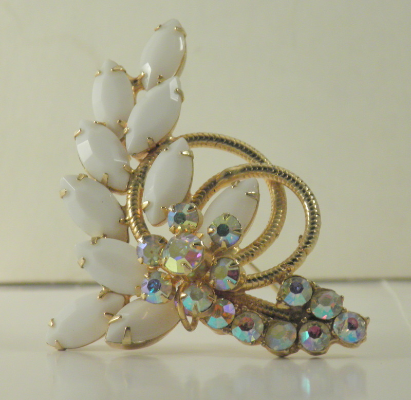 verified d and e milk glass navettes gold wire aurora borealis rs floral 3050