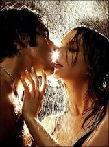 Kiss lovers 5830387 260 350 thumb200