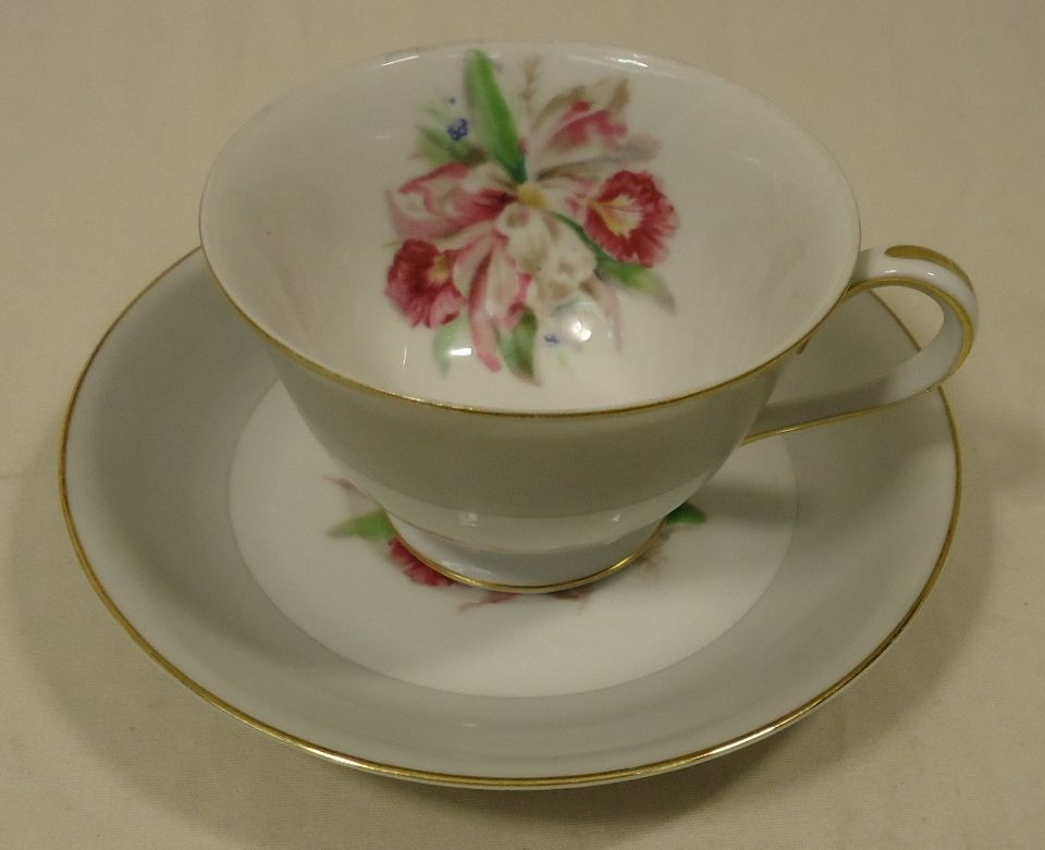 Noritake 5049 Vintage Tea Cup & Saucer 5 1/2in x 5 1/2in x 3in China Gold Rim
