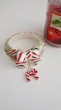 RETIRED YANKEE CANDLE JAR RING CHRISTMAS CANDY CANES WREATH BOW CERAMIC ** - $18.76