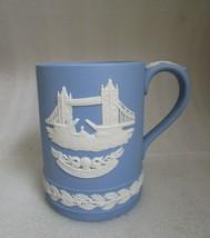 Wedgwood JASPERWARE Signed BLUE & White TOWER BRIDGE Christmas Holly Mug... - $19.79