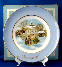 Christmas Plate Christmas 1977 Wedgwood Carollers In The Snow Boxed Blue Border  - $18.00