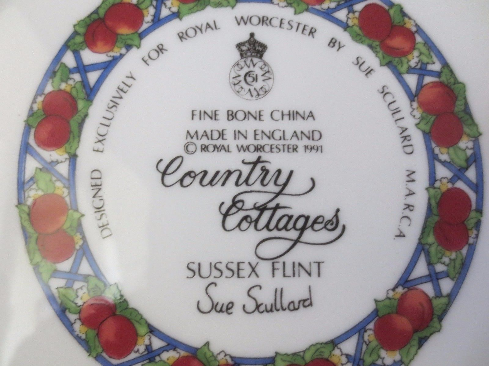 Royal Worcester 'Country Cottages' Collective Plate by Sue Scullard Sussex Flint