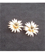 """Lisner clip earrings gold tone flowers 1 1/4"""" diameter vintage jewelry - $4.90"""