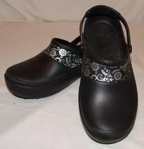 Crocs Damen 6 Schuhe Schwarz Silber Blumenmuster Clogs Slingpumps - $31.61