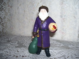 HALLMARK ORNAMENT MERRY OLDE SANTA IN PURPLE COAT #6  1995 - $16.79