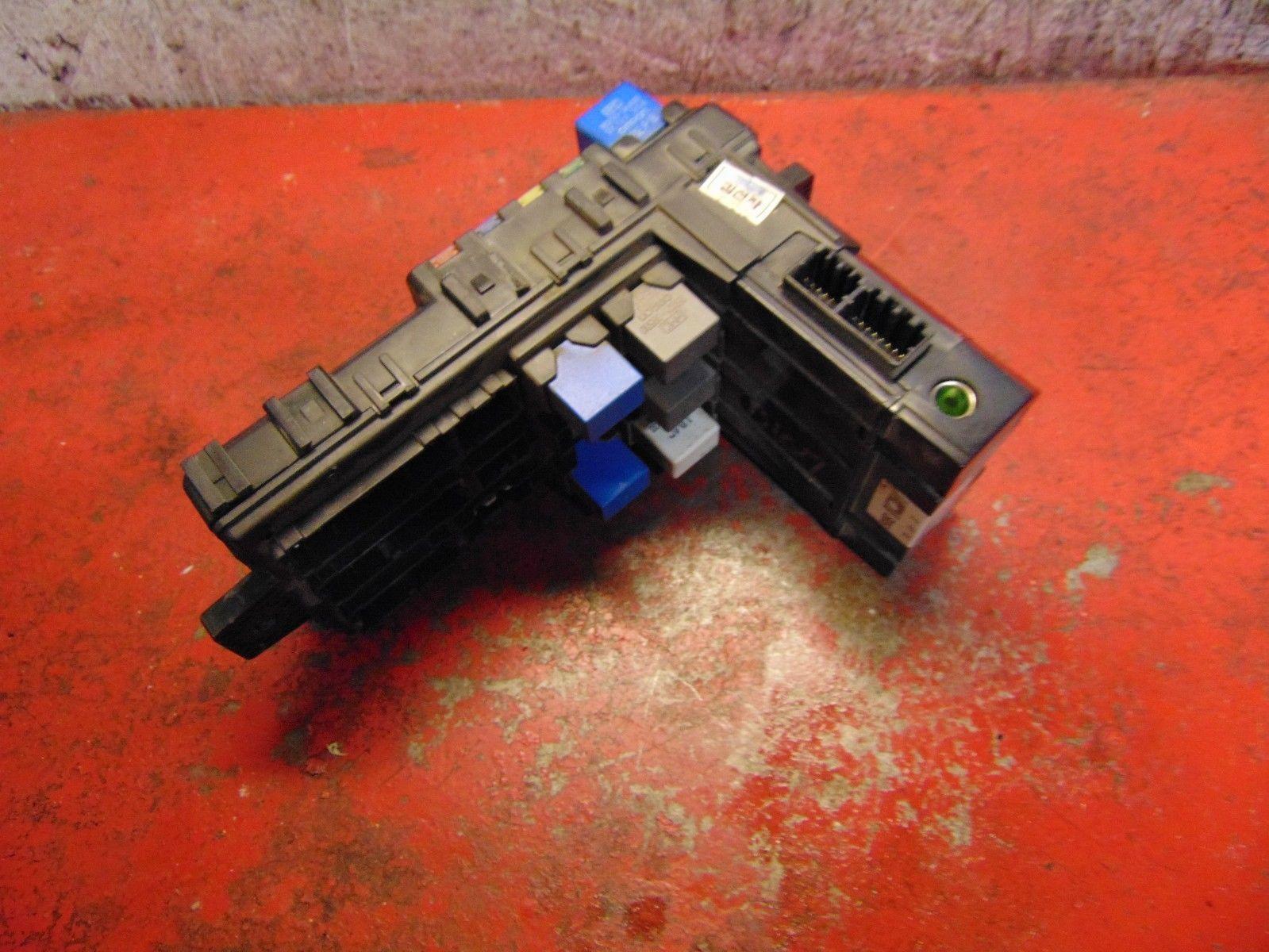 03 06 05 04 Hyundai Santa Fe interior fuse box panel & traction control  module