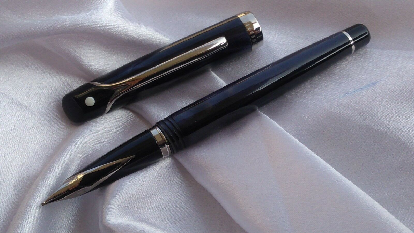 VINTAGE SHEAFFER VALOR FOUNTAIN PEN BROAD NIB MARBLE BLUE MADE IN ITALY