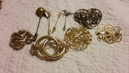 Lot of ALL EIGHT Vintage Large Gold Tone Pins - $9.89