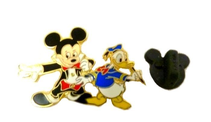DISNEY PIN THROUGH THE YEARS MYSTERY MICKEY MOUSE CLUB